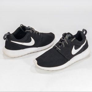 Nike Women's Roshe One Shoes Size 7.5